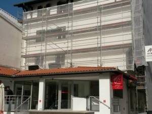 Aménagement d'une agence bancaire Caisse d'Epargne à Capbreton (40) : peintures et revêtements de sol, et ravalement de la façade